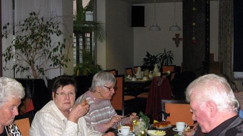 Foto 2 – Jahresabschlussfeier: Stutenkerl-Essen im Paulinum