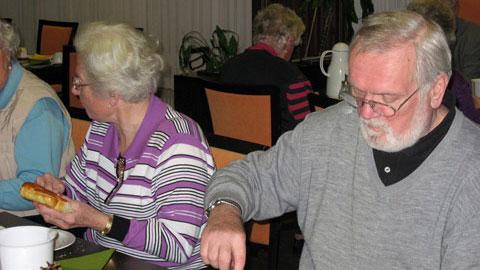 Foto 3 – Jahresabschlussfeier: Stutenkerl-Essen im Paulinum