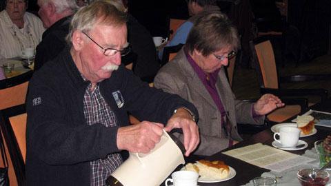 Foto 4 – Jahresabschlussfeier: Stutenkerl-Essen im Paulinum