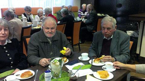 Foto 6 – Jahresabschlussfeier: Stutenkerl-Essen im Paulinum