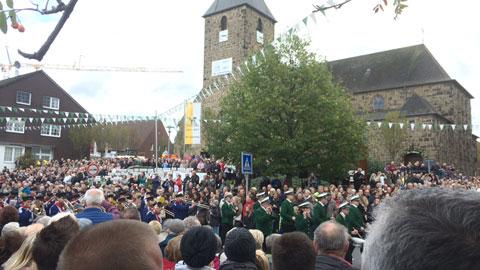Foto 3 – Radtour zum großen Festumzug als Abschluss der Jubiläumswoche 1000 Jahre Lembeck