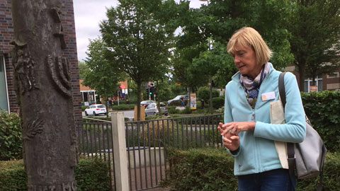 """Foto 2 – Radtour mit Petra Eißing zum Thema """"Öffentliche Kunst"""" im gesamten Stadtgebiet"""
