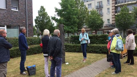 """Foto 8 – Radtour mit Petra Eißing zum Thema """"Öffentliche Kunst"""" im gesamten Stadtgebiet"""