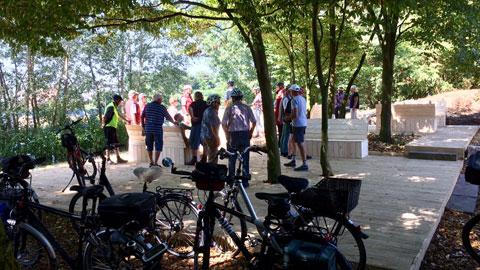 """Foto 2 – Radtour zum Flugplatz """"Schwarze Heide"""" in der Kirchheller Heide"""