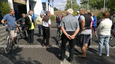 Foto 1 – Radtour zum Café Lühlerheide auf dem Gelände der ev. Stiftung Lühlerheim