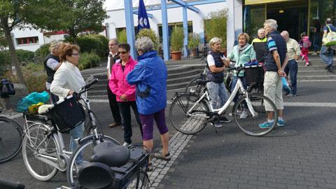 Foto 3 – Radtour zum Café Lühlerheide auf dem Gelände der ev. Stiftung Lühlerheim
