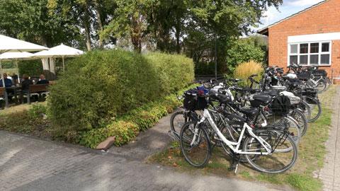 Foto 9 – Radtour zum Café Lühlerheide auf dem Gelände der ev. Stiftung Lühlerheim