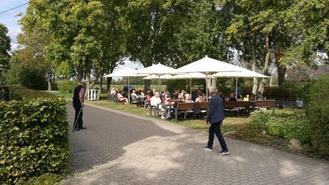 Foto 11 – Radtour zum Café Lühlerheide auf dem Gelände der ev. Stiftung Lühlerheim