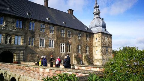 Foto 4 – Radtour mit Besuch Schloß Lembeck – dort Führung durch Ferdinand Graf von Merveldt