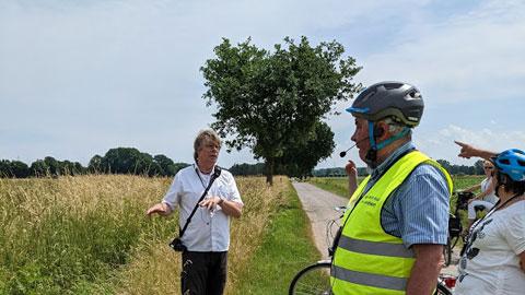 """Foto 7 – Radtour zum Thema """"Technik, die begeistert – Biogastechnologie und Wildenergiepflanzenanbau"""""""
