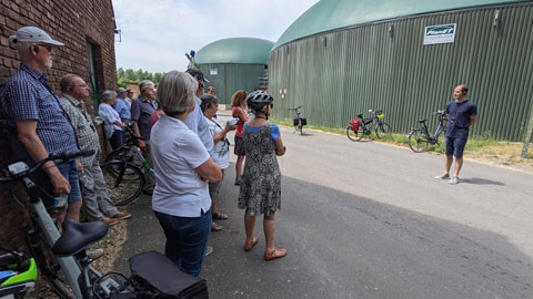 """Foto 8 – Radtour zum Thema """"Technik, die begeistert – Biogastechnologie und Wildenergiepflanzenanbau"""""""