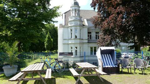 Café an der Hanse-Marina mit Villa Müller
