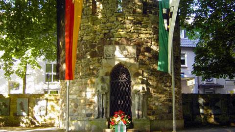 Ehrenmal an der Stadtmauer